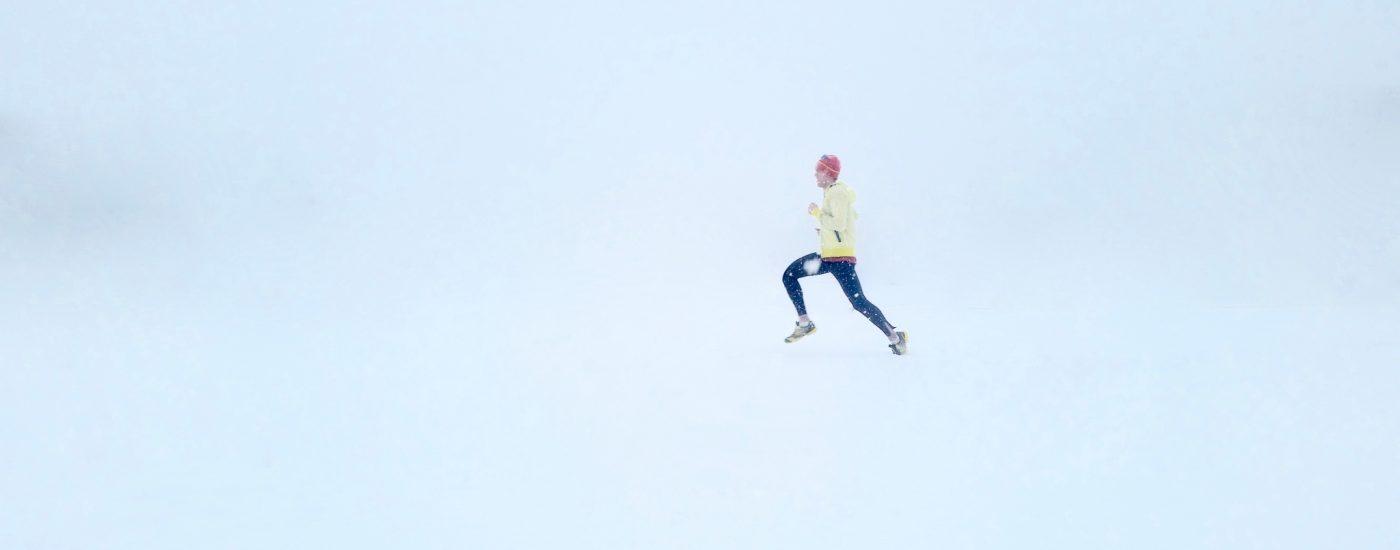 laufen im schnee (symbolbild)
